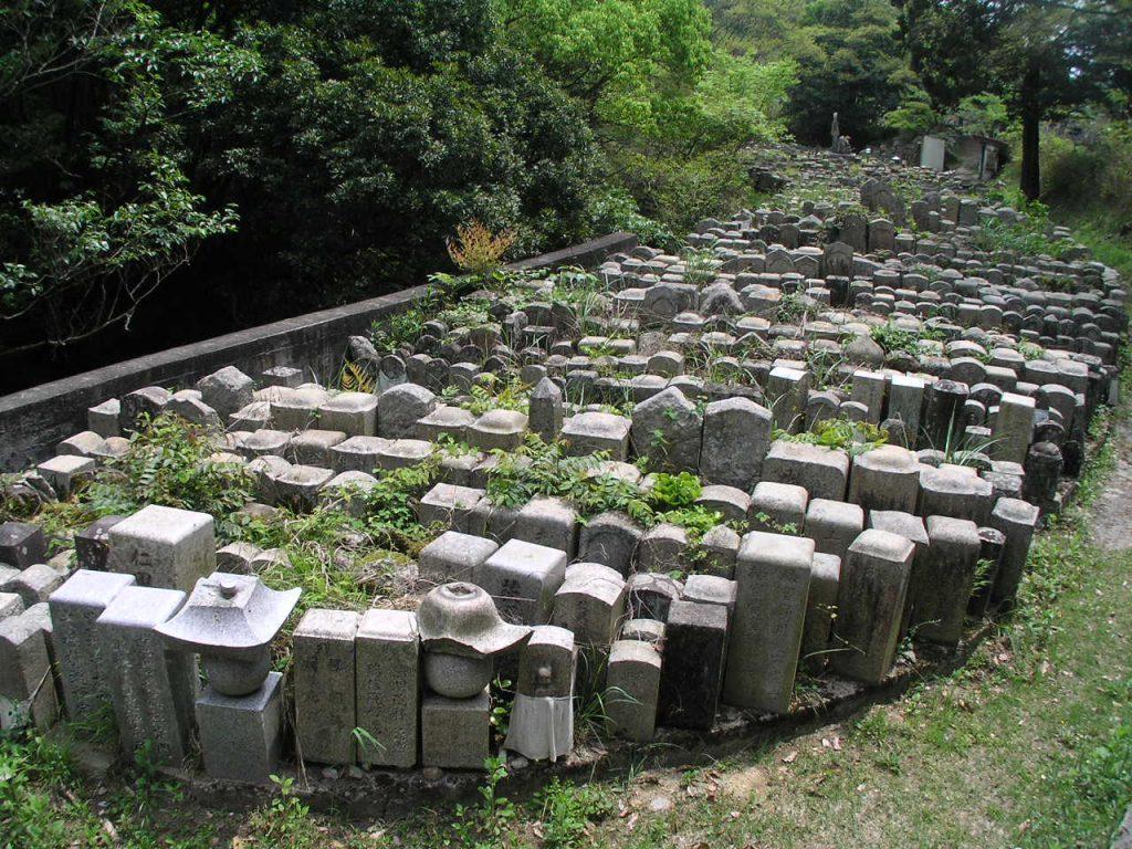 神戸市立鵯越墓園伊屋ケ谷沿い無縁仏